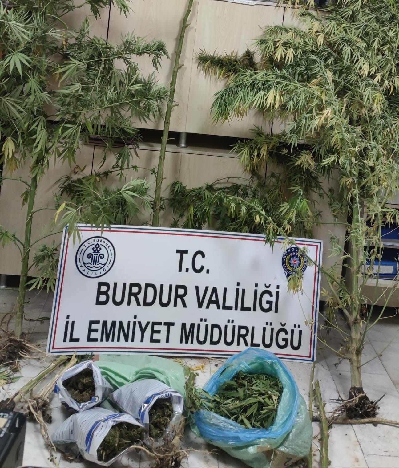 Burdur'da uyuşturucu operasyonu: 2 tutuklama #burdur