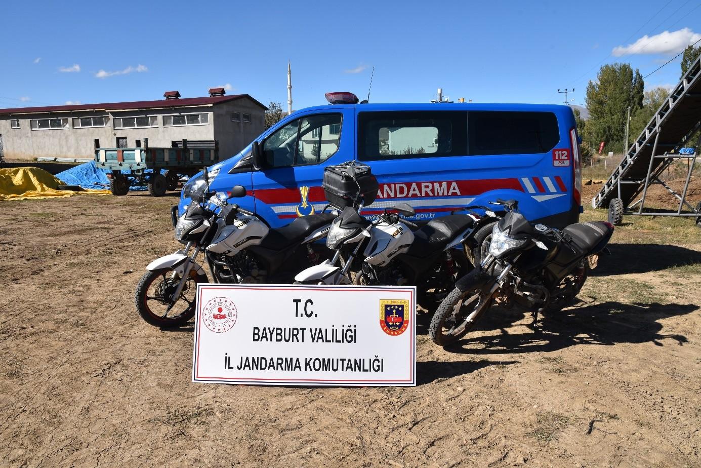 Bayburt'ta motosiklet hırsızı 4 kişi tutuklandı #bayburt