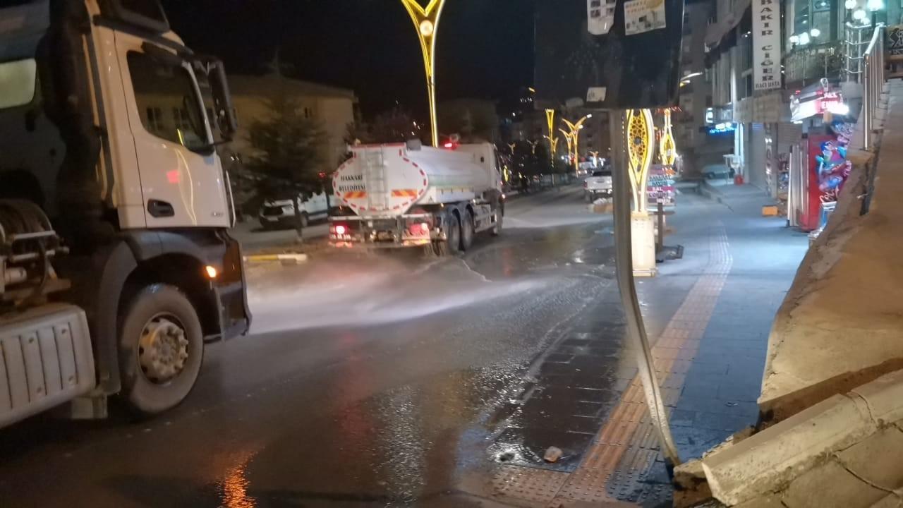 Belediye ekiplerinden dezenfekte çalışması #hakkari