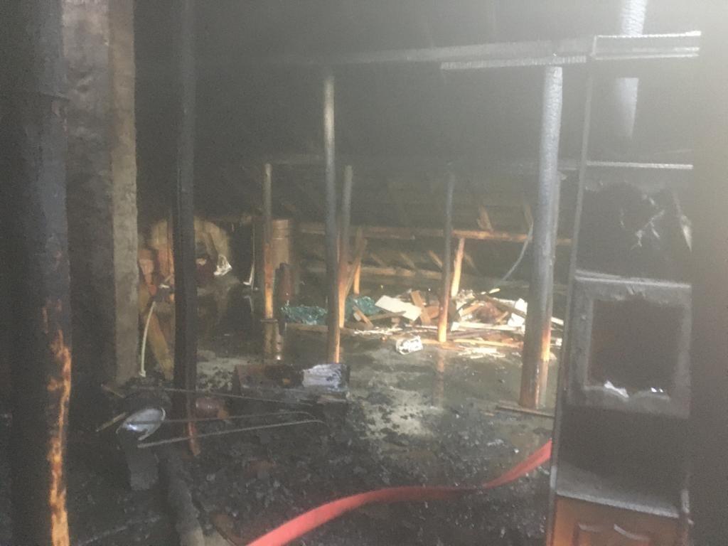Hakkari'de çatı yangını #hakkari