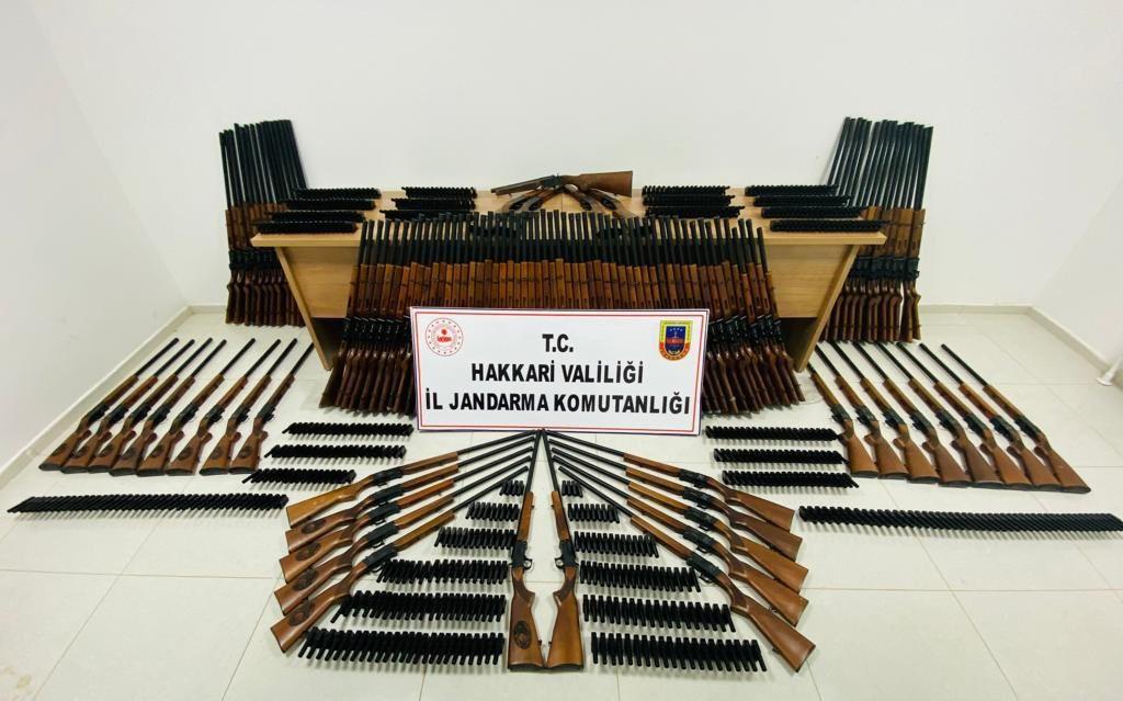 Jandarmadan silah kaçakçılarına darbe #hakkari