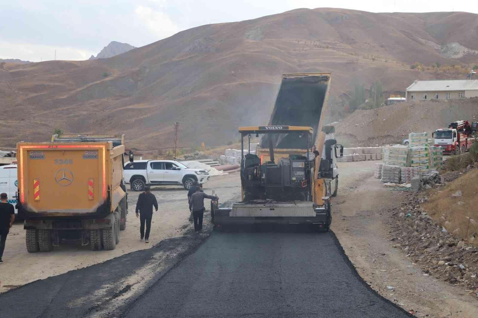 Hakkari'de asfalt çalışması #hakkari