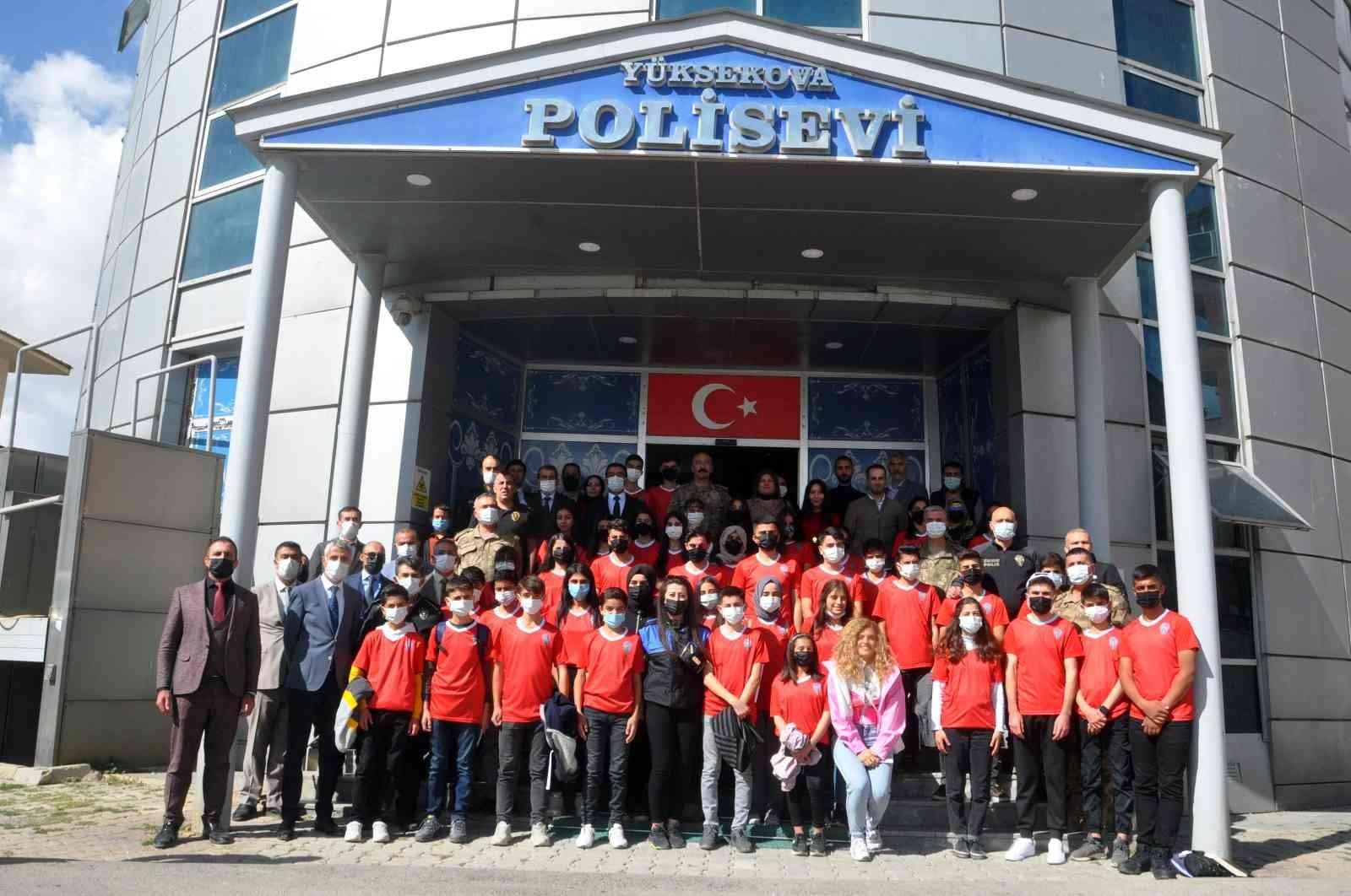 Yüksekova Emniyet Müdürlüğü 40 öğrenciyi Ankara gönderdi #hakkari