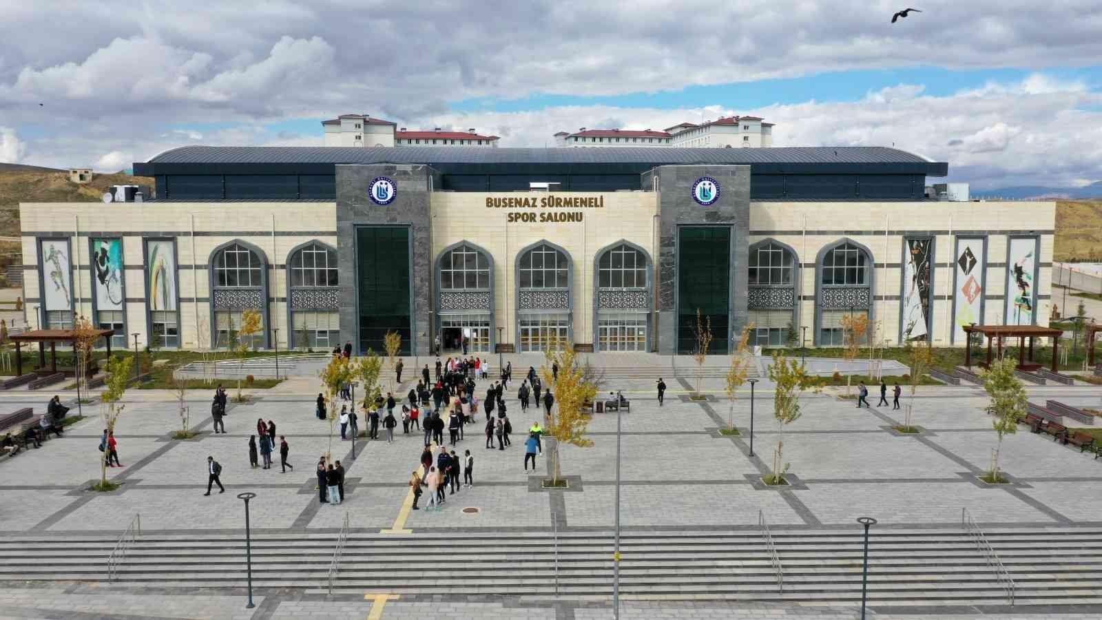 Bayburt Üniversitesi Spor Salonuna Milli Boksör Busenaz Sürmeli'nin adı verildi #bayburt