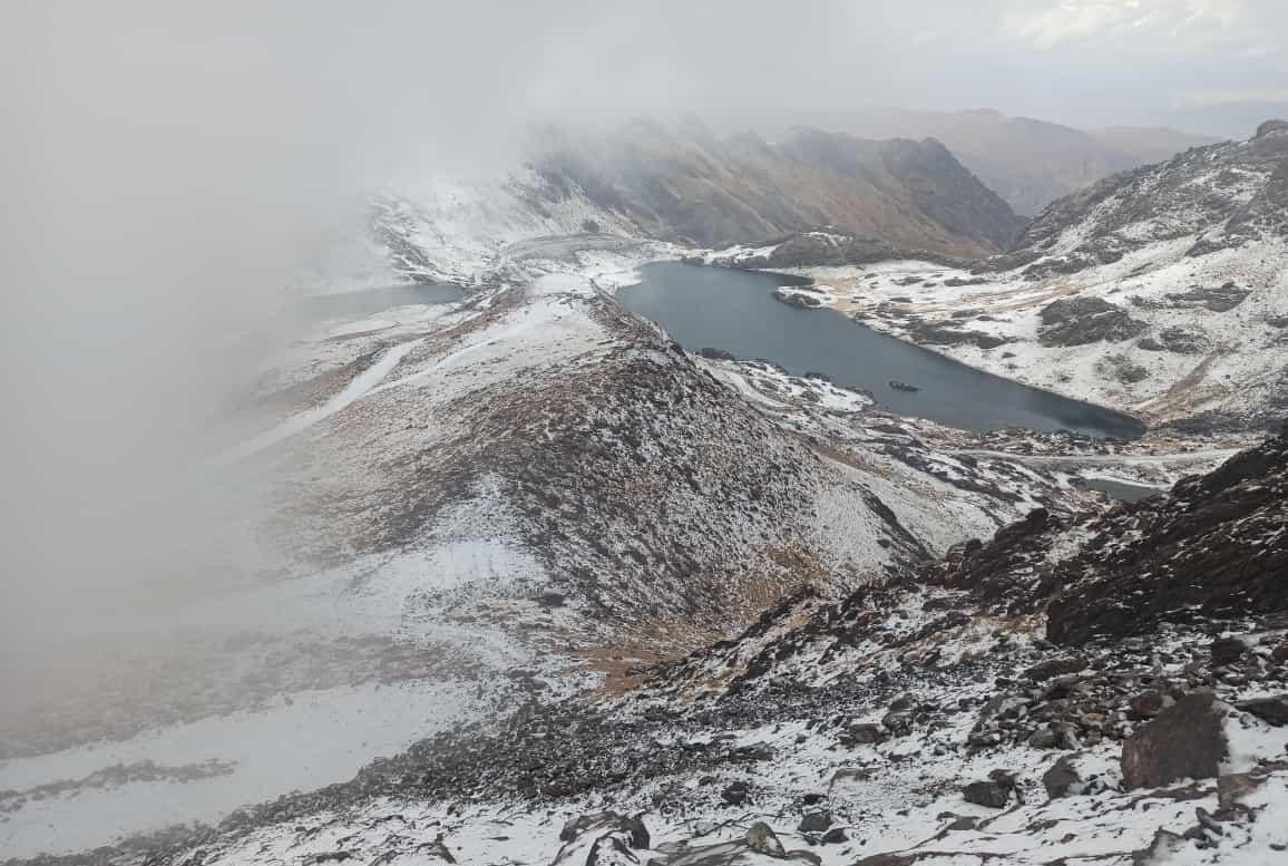 Yüksekova'nın yüksek kesimlerine mevsimin ilk karı yağdı #hakkari