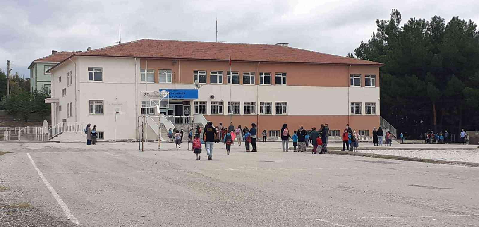 Osmancık'ta 7 sınıf karantinaya alındı #corum