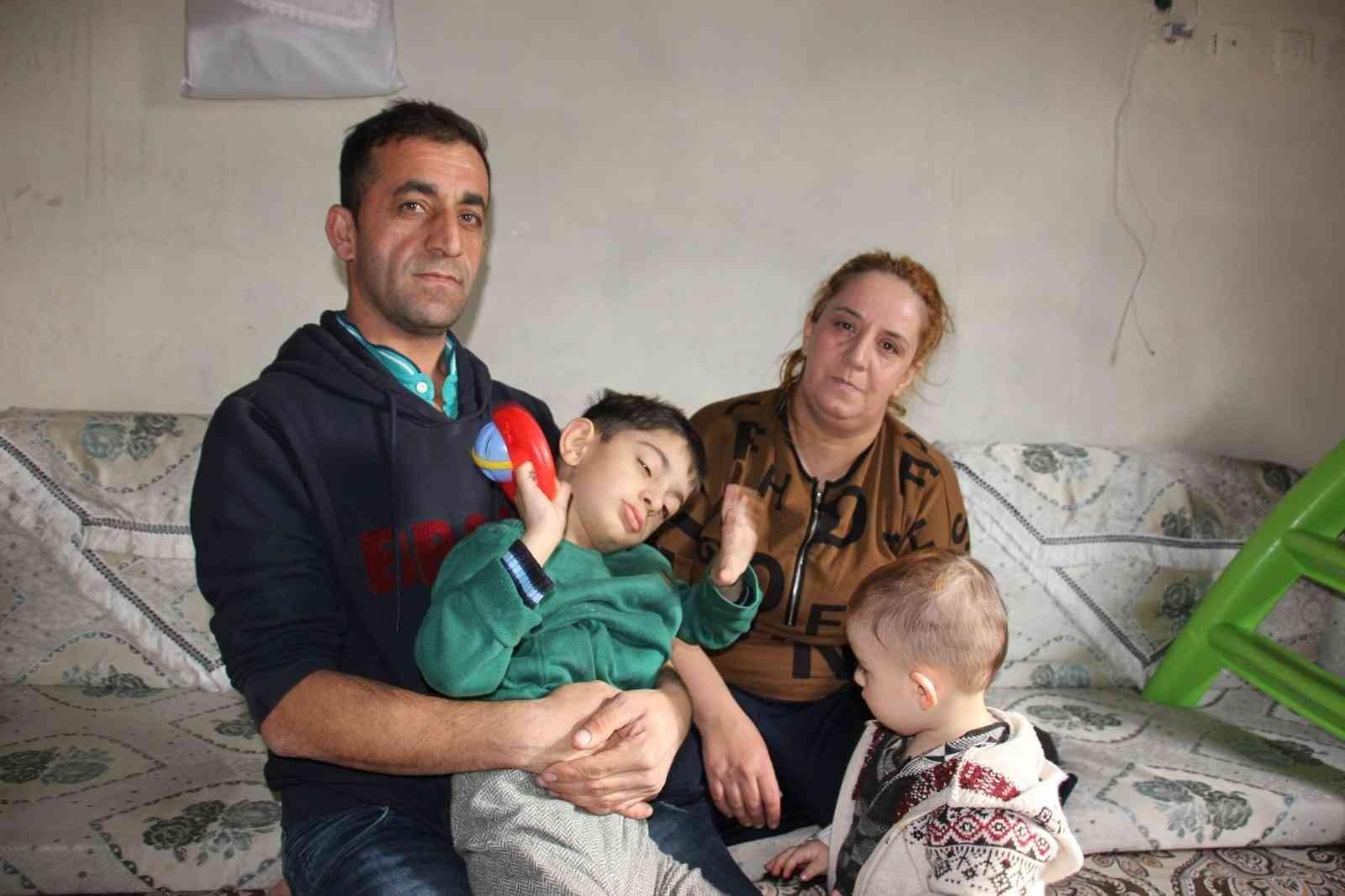 Tatlı Ailesi otizmli Umutcan'ın tedavi edilmesini istiyor #hakkari