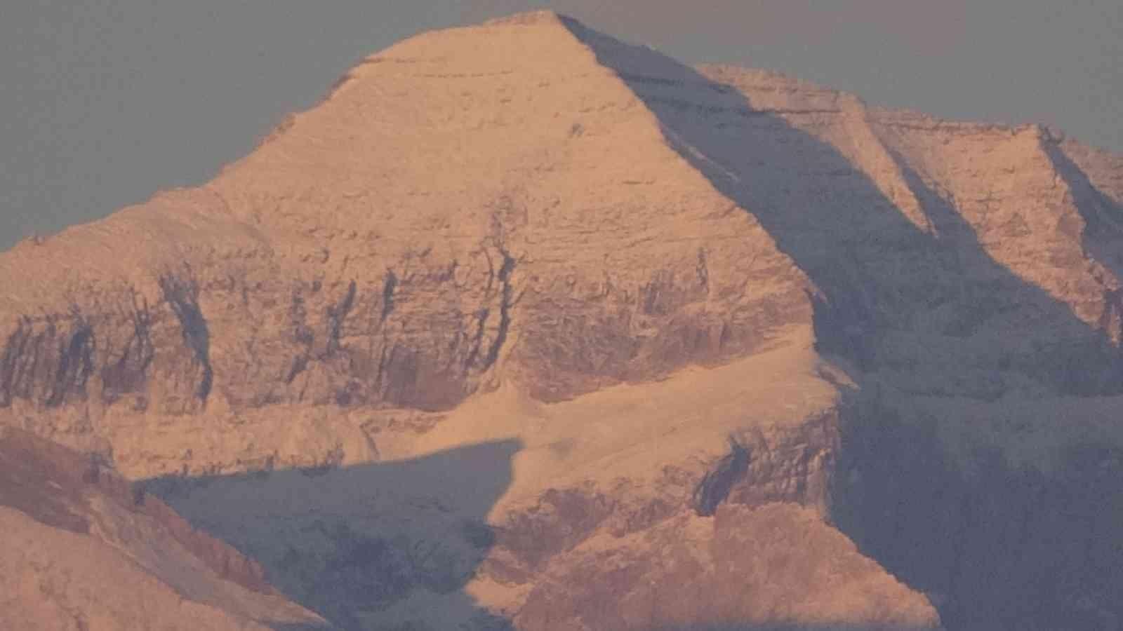Yüksekova'nın Cilo Dağları beyaza büründü #hakkari