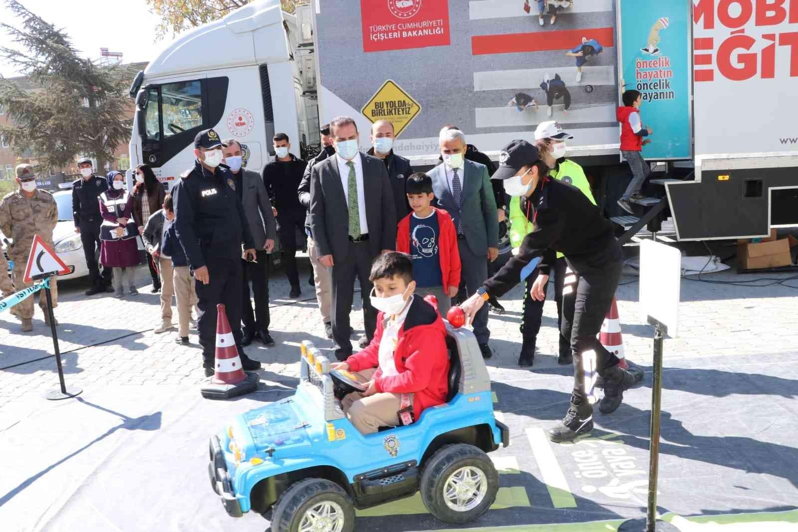 Mobil trafik eğitim tırı Hakkari'de #hakkari