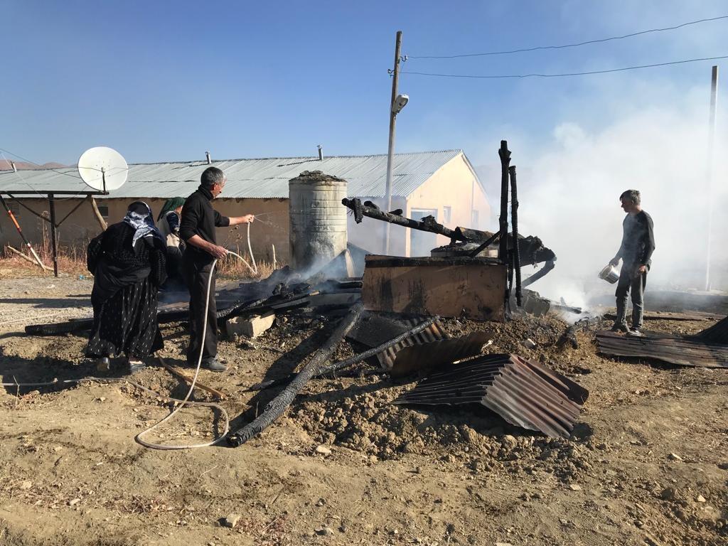 Alev alan tandır evi küle döndü #hakkari