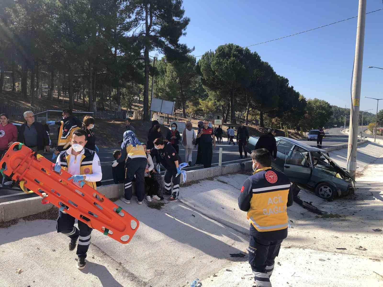 Burdur'da trafik kazası: 1 ölü, 3 yaralı #burdur
