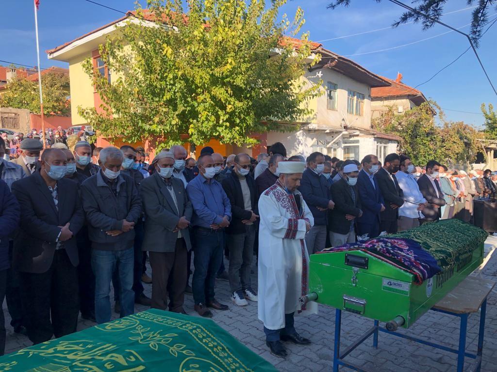 Burdur'da feci kazada hayatını kaybeden aile yan yana toprağa verildi #burdur