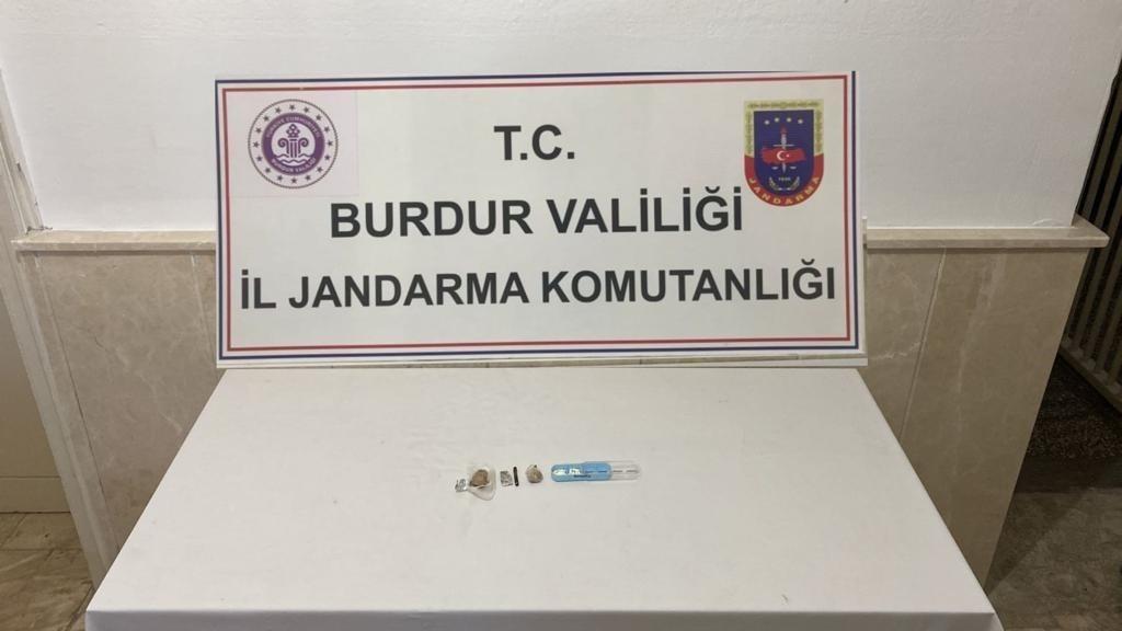 Burdur'da zehir tacirlerine suçüstü baskın #burdur
