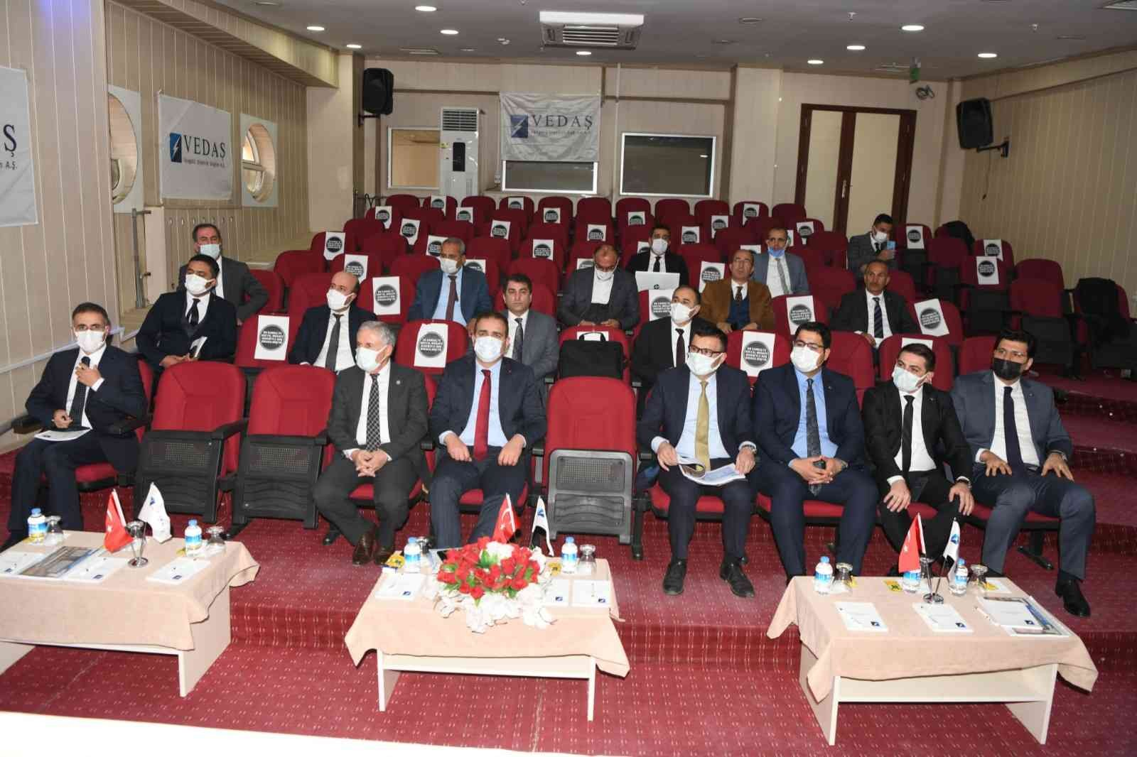 VEDAŞ'tan '2021-2022 Bakım Onarım ve Yatırım Programı' toplantısı #hakkari