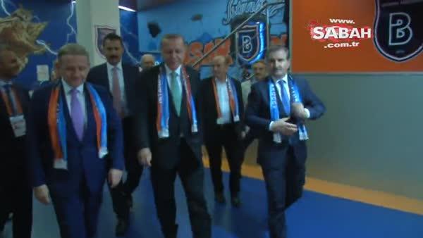 Cumhurbaşkanı Recep Tayyip Erdoğan Başakşehir soyunma odasında oyuncaları ziyaret etti