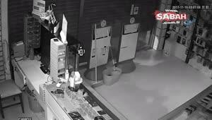 Camı patlatarak cep telefonu bayisine giren hırsızlar kısa sürede binlerce liralık telefon çaldı