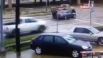 Kamyonet otomobile, otomobil adama çarptı!