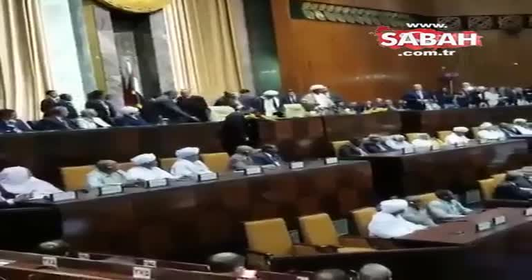 Cumhurbaşkanı Erdoğan Sudan Meclisi'nde tekbirlerle karşılandı